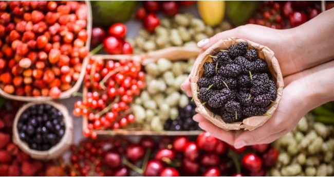 10 Antioxidant-Rich Nuts, Seeds And Berries You Should Include In Your Daily Diet